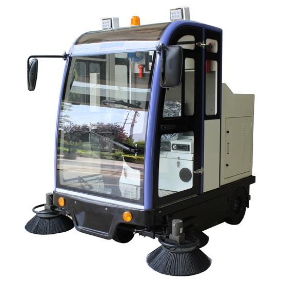 SD2000QF駕駛式掃地車